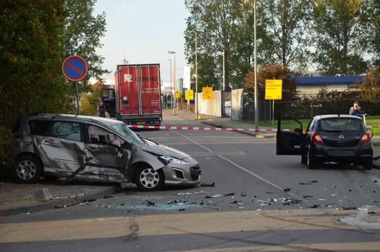 Een Gewonden bij flinke aanrijding in Leeuwarden