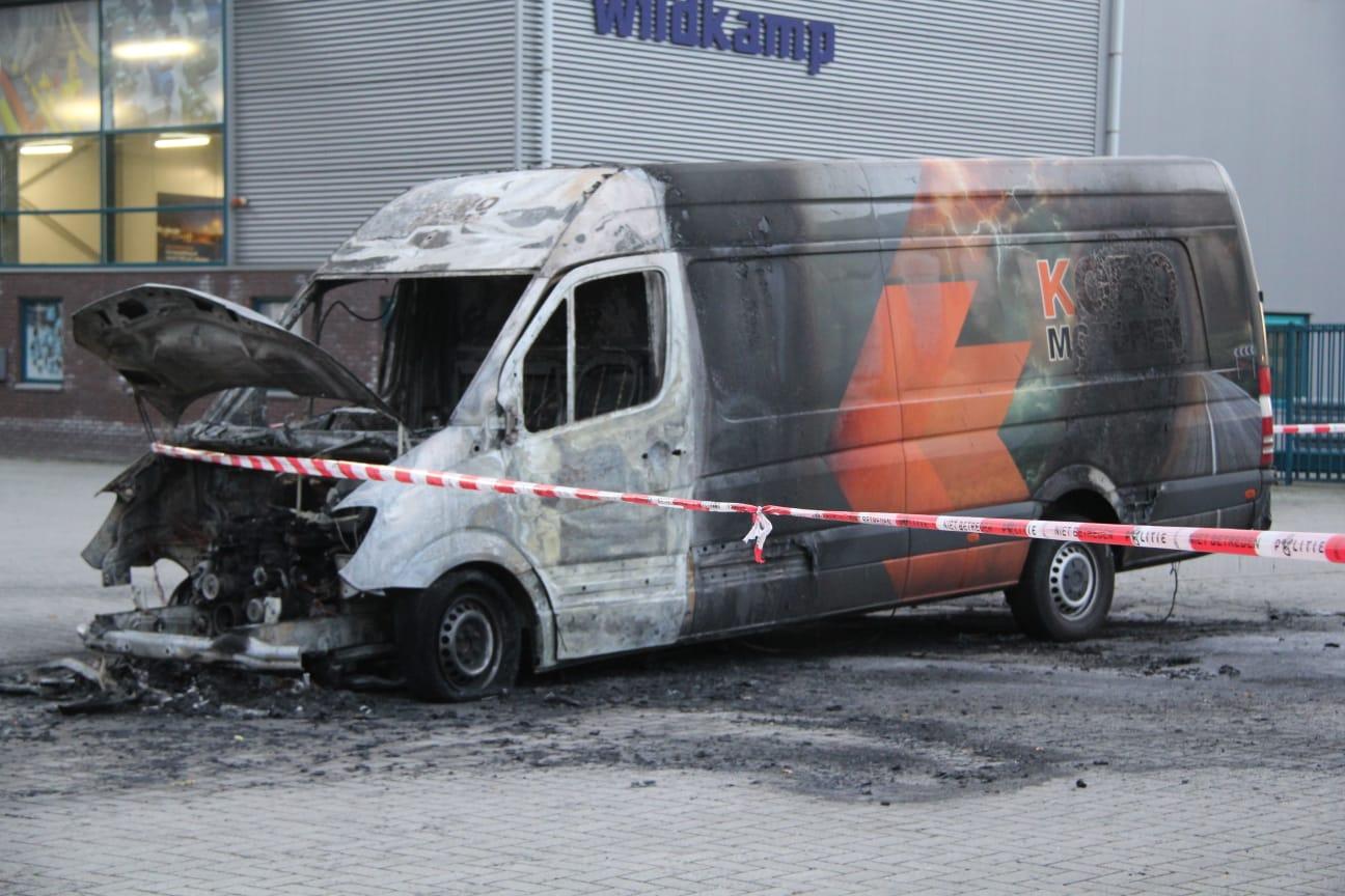 Brandstichting en meerdere auto's vernield in Drachten
