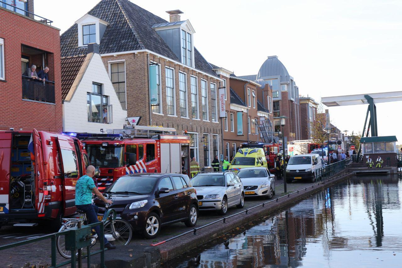 Duikers halen drenkeling uit water in Gorredijk