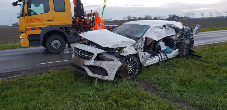 Bestuurder raakt  Ernstig gewond bij aanrijding met Vrachtwagen in Wijnaldum