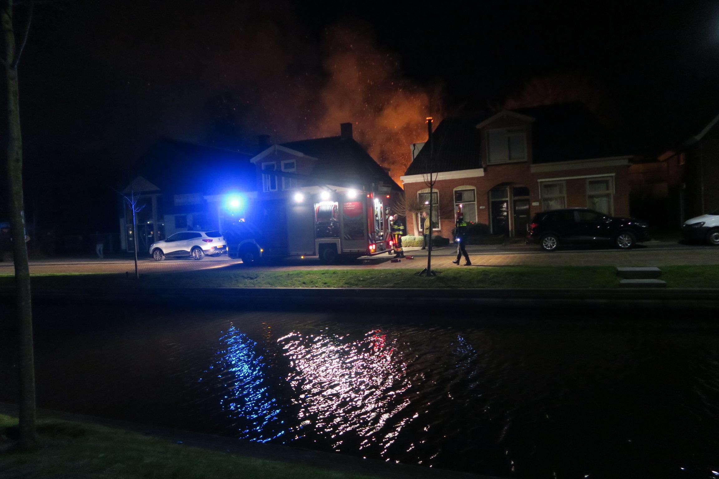 Video Flinke knal bij Uitslaande schuur brand in Drachten