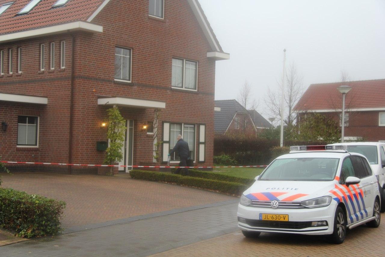 De politie onderzoekt een overval op een woning aan de Kloosterhout in Assen.