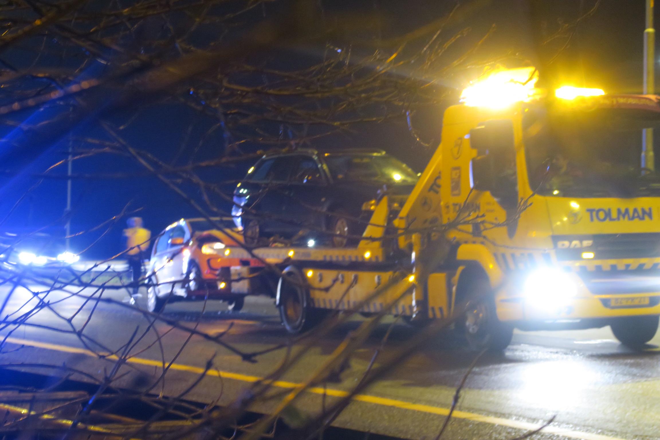 Twee Auto's botsten tegen elkaar op de Waldwei bij Drachten