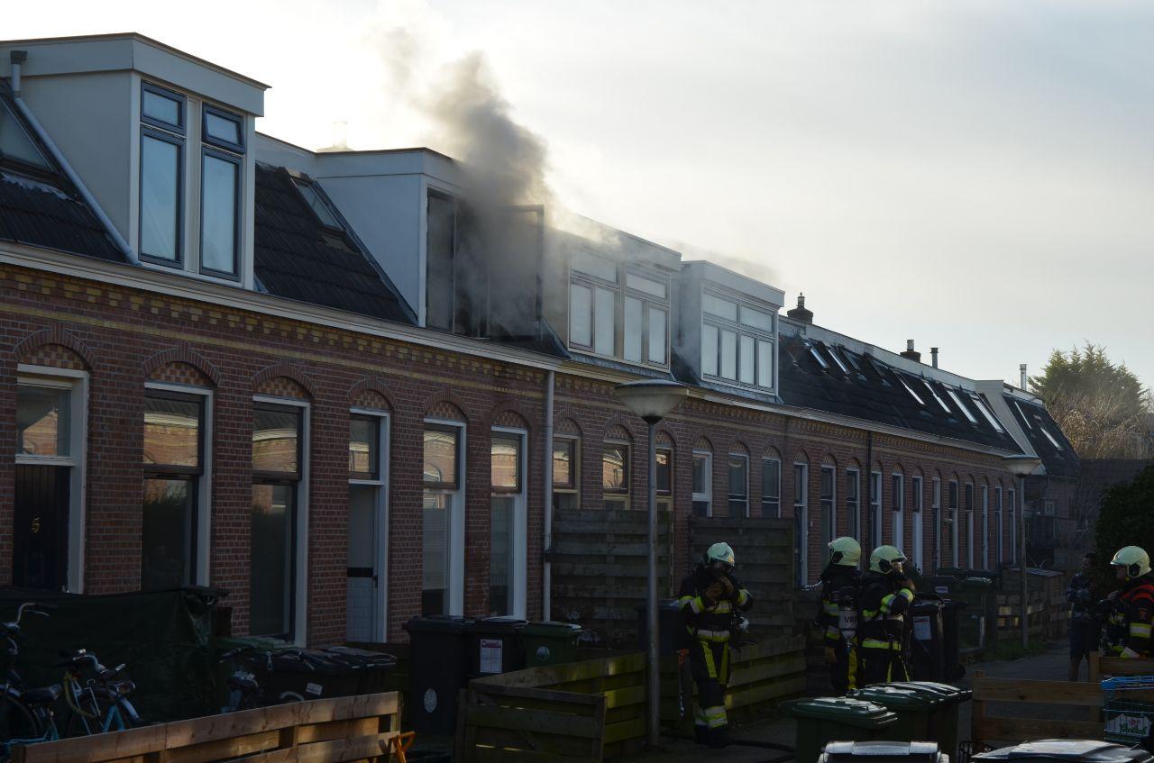 Flinke rookontwikkeling door brand in Leeuwarden
