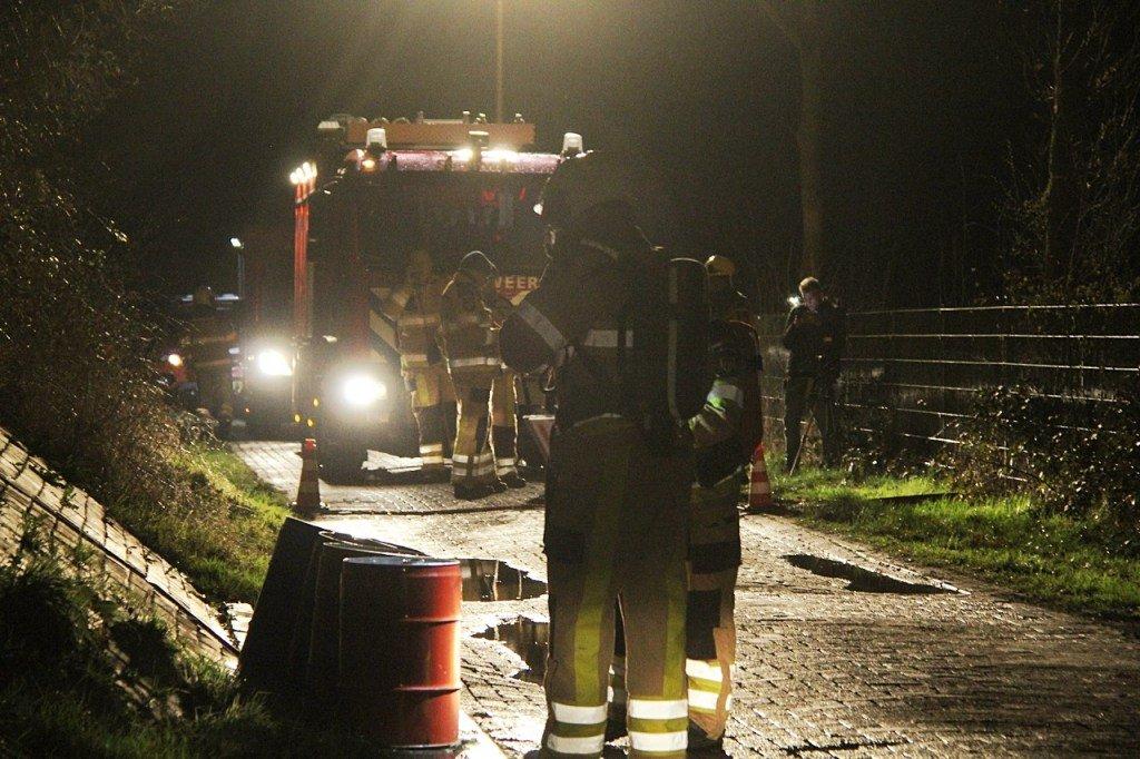 Brandweer en politie rukken uit voor achtergelate vaten in Baars