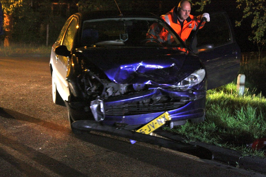 Flinke schade na Aanrijding tussen twee auto's in Ureterp