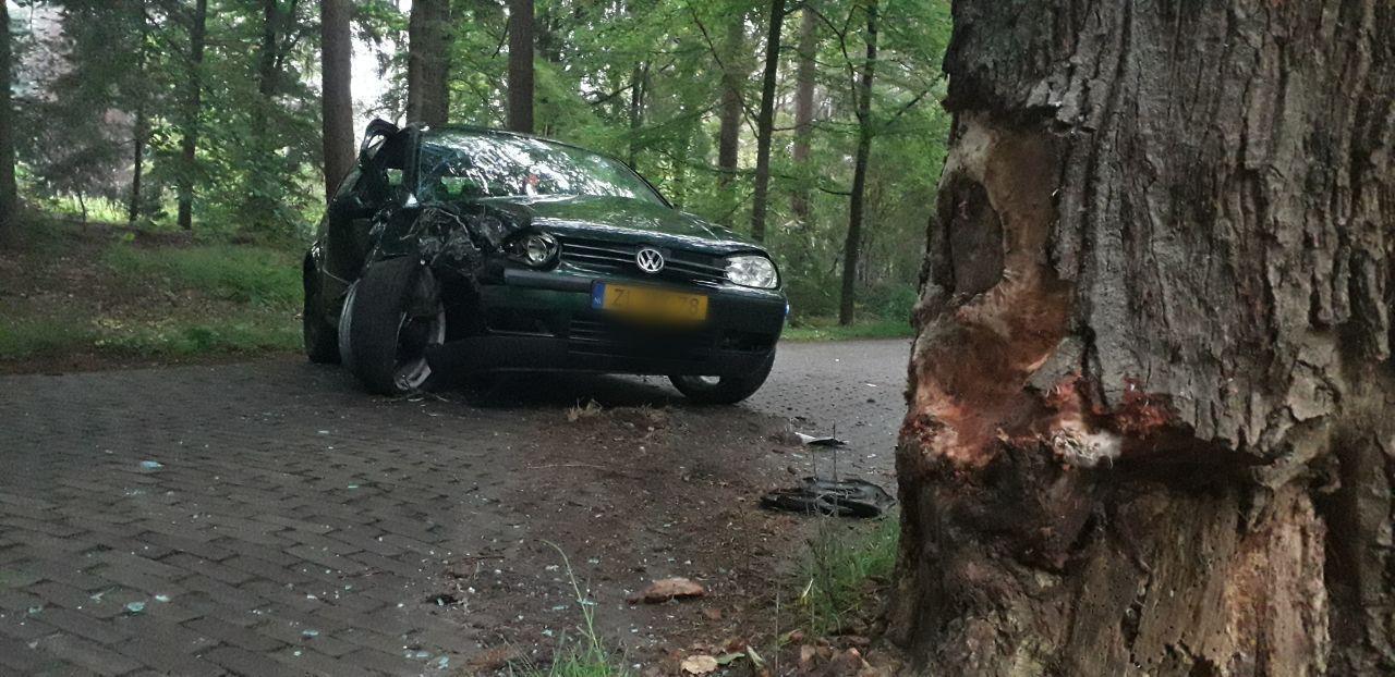 Twee gewonden bij eenzijdig ongeval in Wijnjewoude