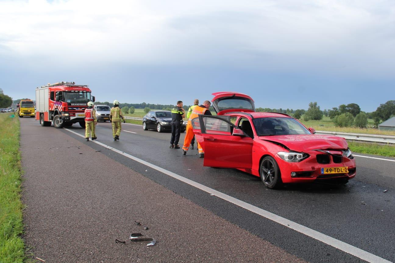 flinke schade na kop staart botsing op de A32 bij Nijeveen