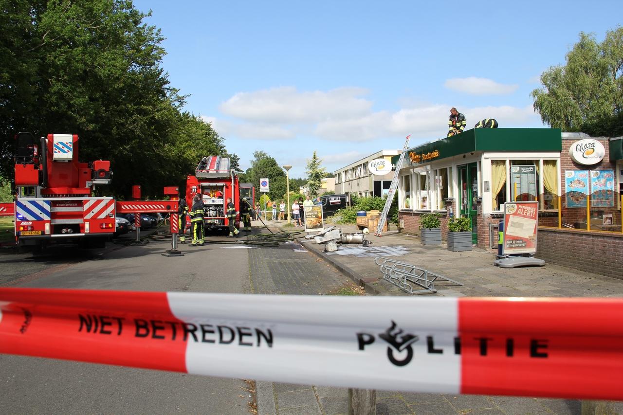 Veel rookontwikkeling na brand in een cafetaria in Oudeschoot