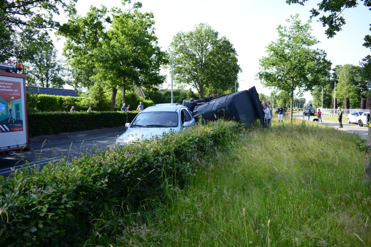Video Paardentrailer kantelt na verkeers- Ongeval bij de Harkema