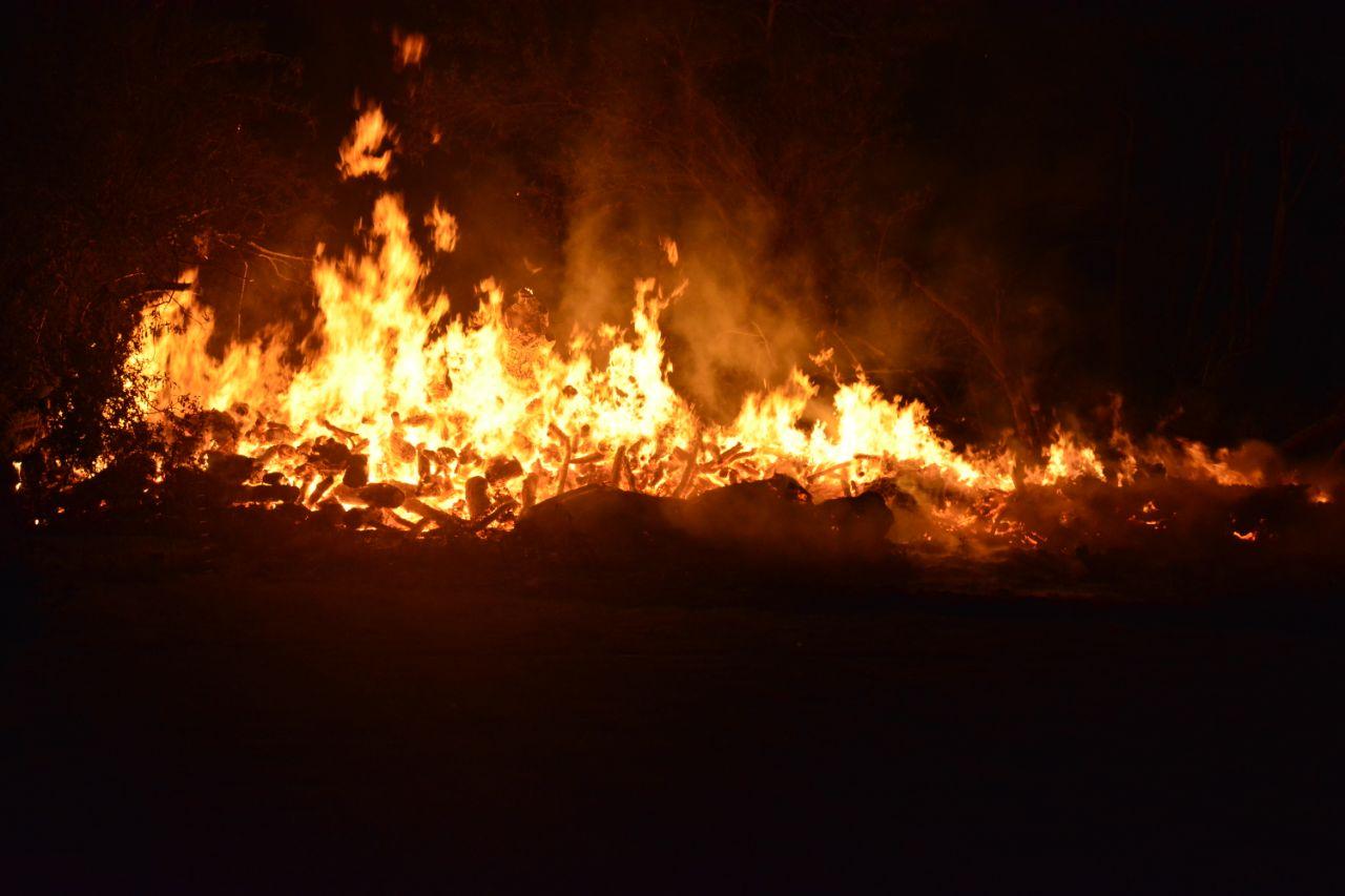 Flinke rookontwikkeling bij buitenbrand in Opeinde