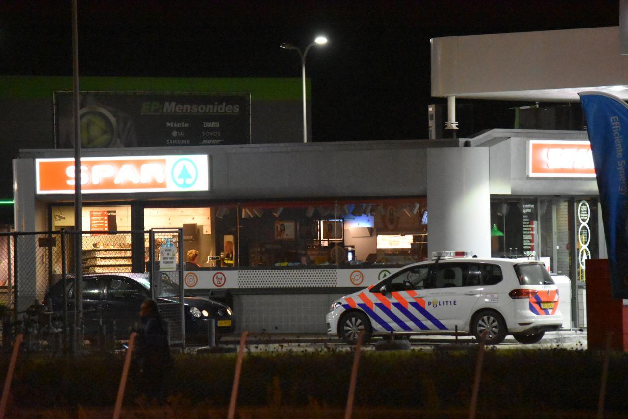 overvaller bedreigd medewerker met vuurwapen bij tankstation in Harlingen