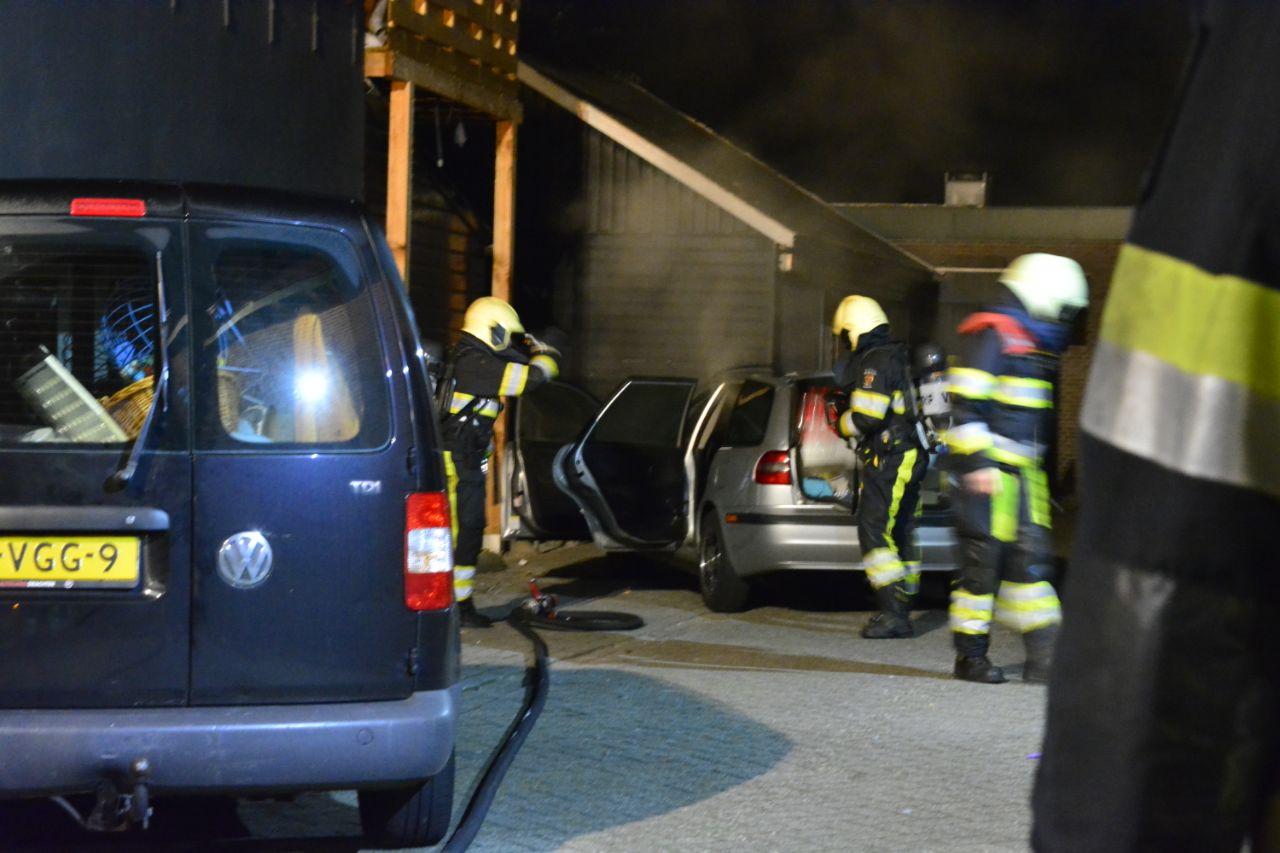 Korte auto brand aan de noord kade in Drachten