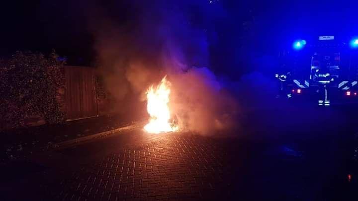 Twee Voertuigen totaal verwoest door brand in Bolsward