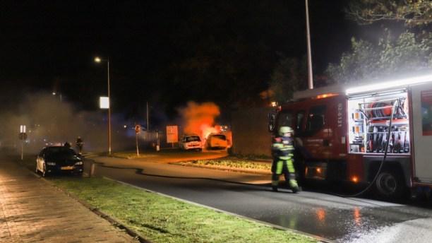 dienstauto van handhaving in brandgestoken in Leeuwarden