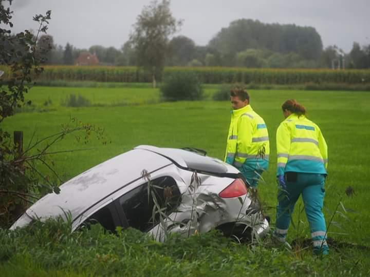 Bestuurder ongedeerd na eenzijdig ongeval bij Nij Beets