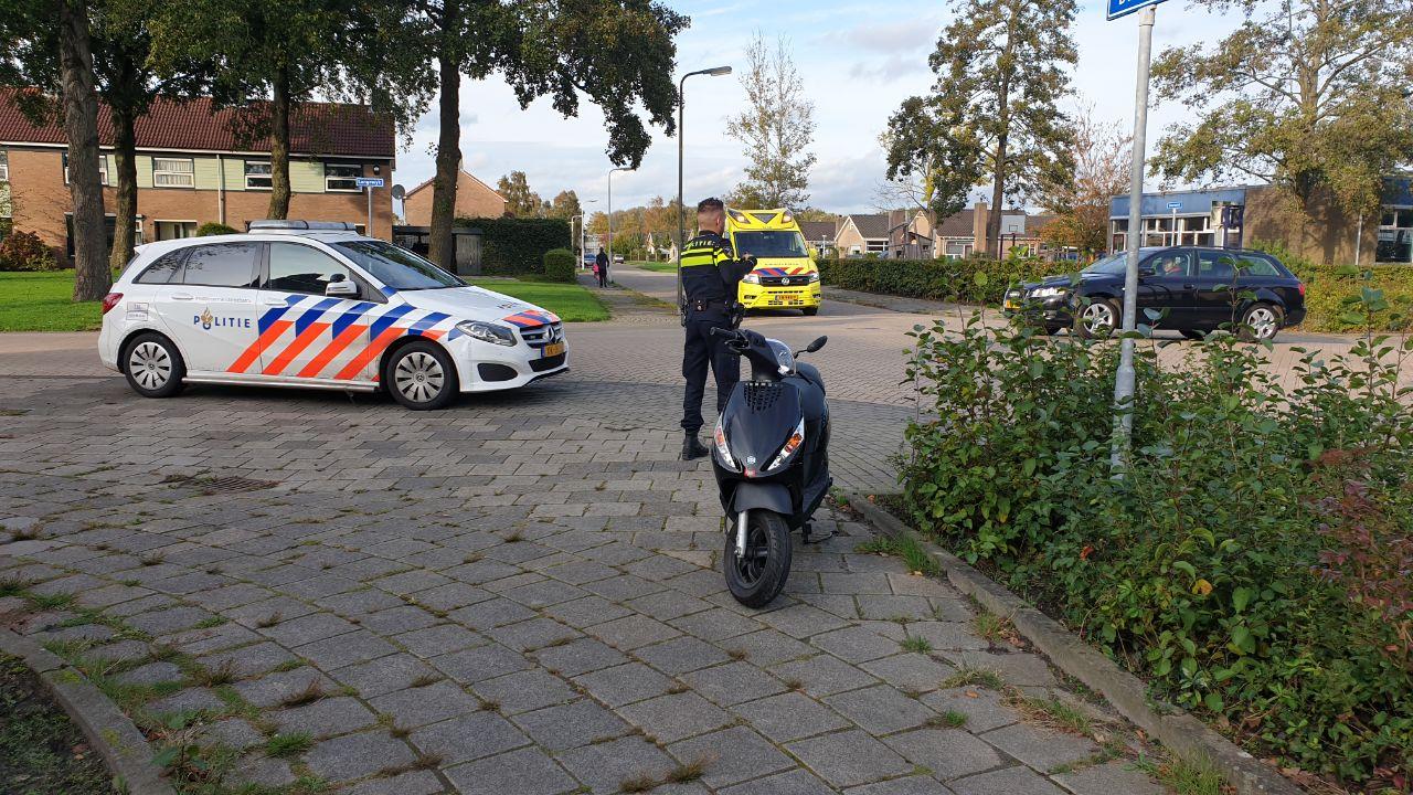Scooterrijder ongedeerd na aanrijding met auto