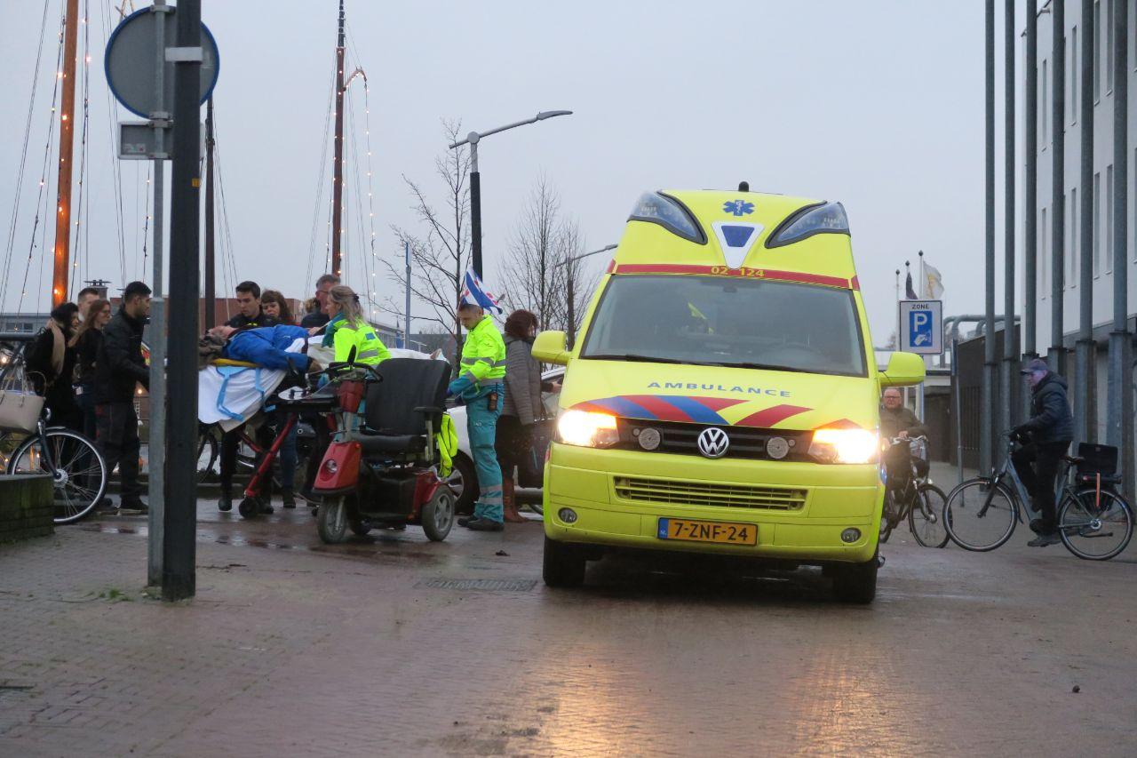 Man op scootmobiel raakt gewond na aanrijding met auto