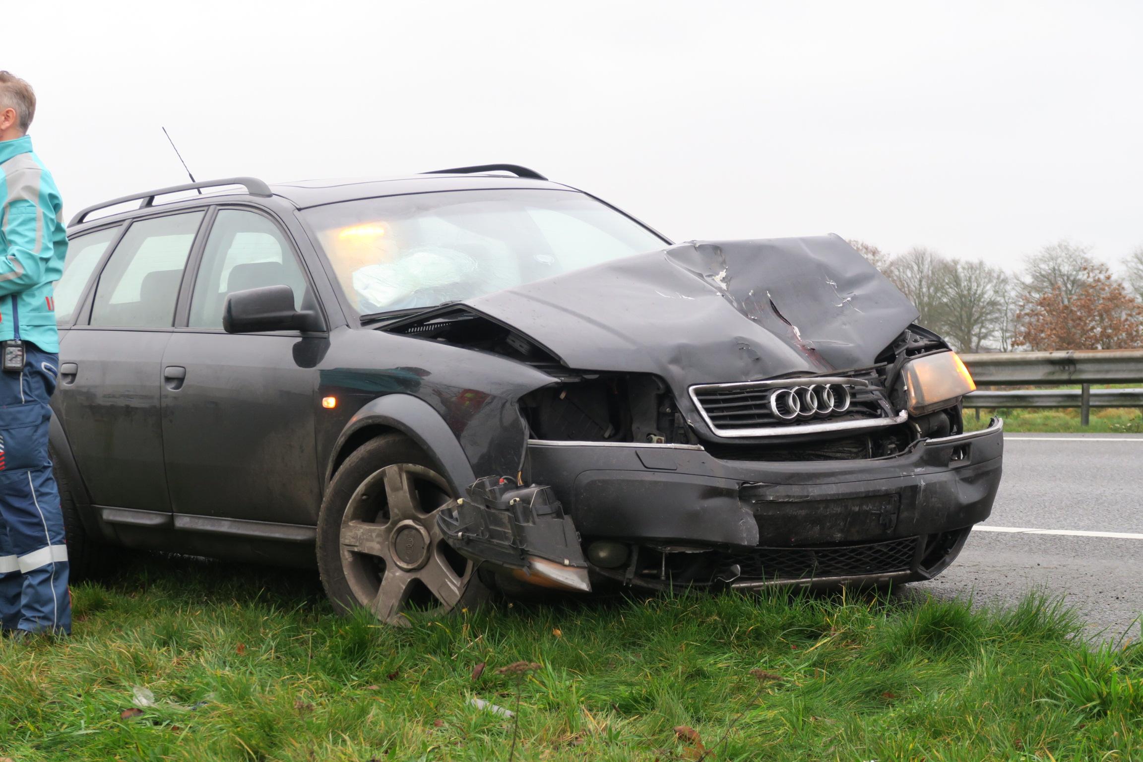 Bestuurder gewond na aanrijding met Vrachtwagen op de A7 bij Drachtstercompagnie