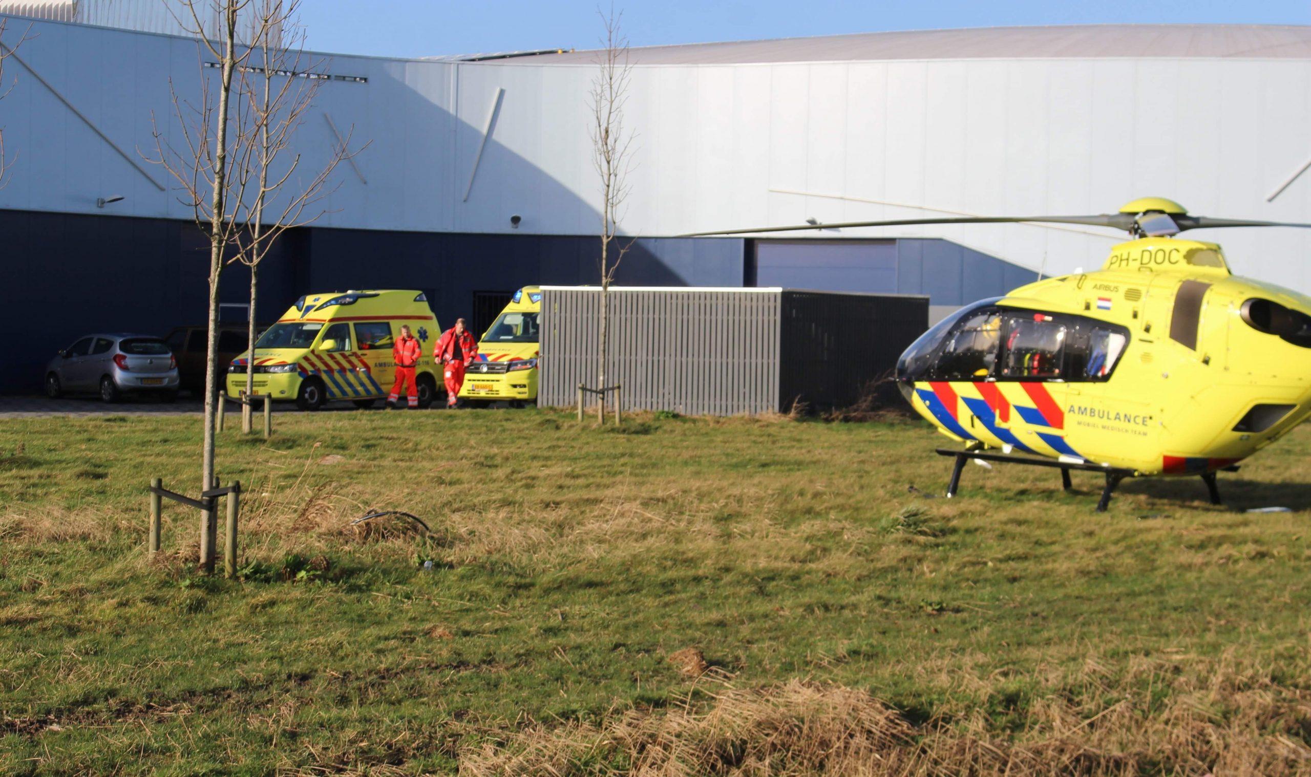 Traumahelikopter inzet na valpartij bij elfstedenhal in Leeuwarden