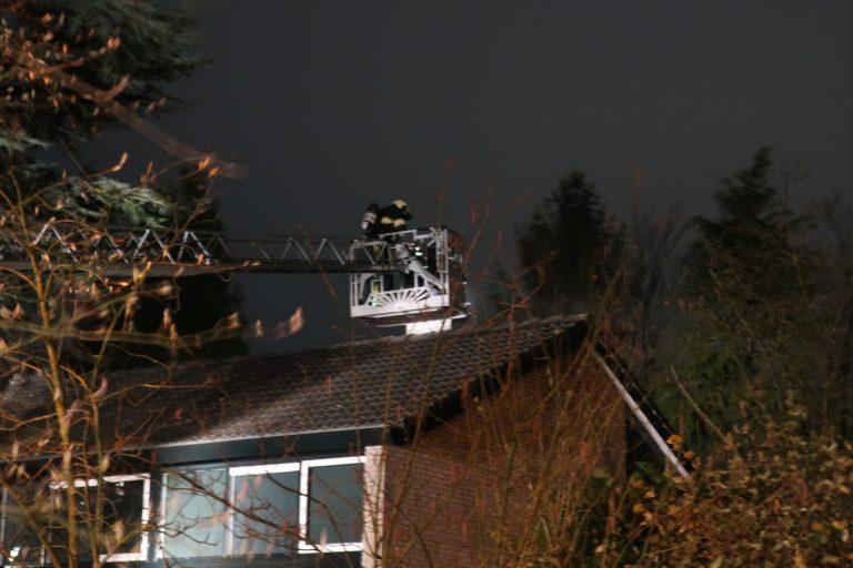 Brandweer rukt uit voor rokende schoorsteen aan de Martena in Drachten