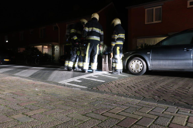 Brandweer inzet door benzinelucht in riool in Drachten