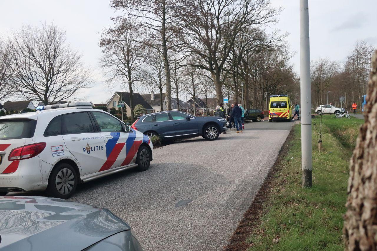 twee voertuigen met elkaar in botsing op de postlaan bestuurder raakt gewond in Drachten