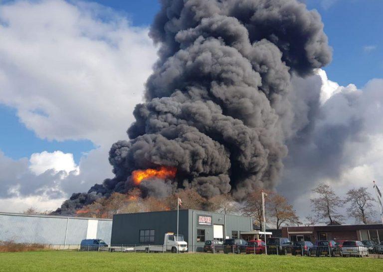 Foto Update: Zeer grote uitslaande brand in Marum