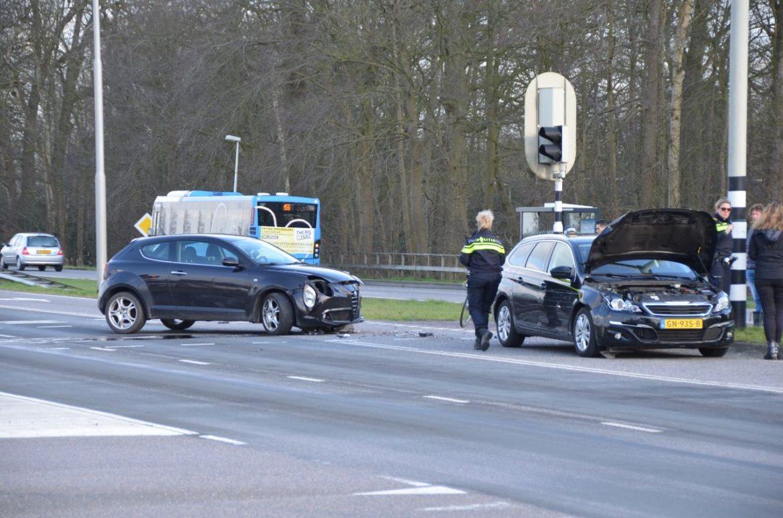 Twee Auto's met elkaar in botsing inzittenden raken ongedeerd in Tytsjerk