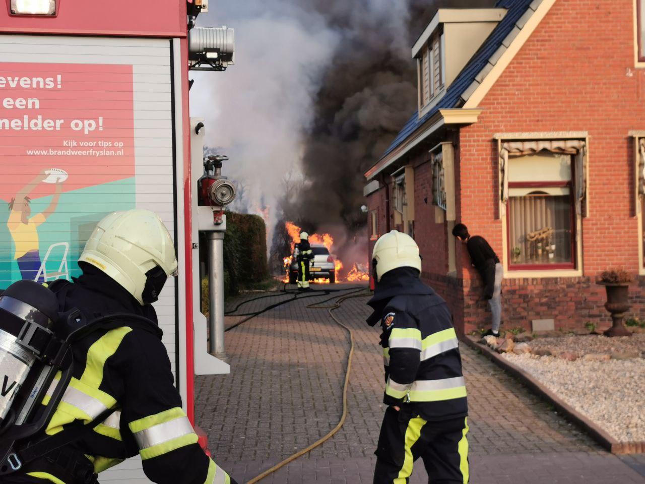 Caravan en auto verwoest door felle uitslaande brand in Twijzelerheide