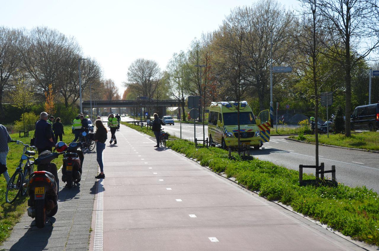 Fietster raakt zwaargewond na aanrijding met scooter in Leeuwarden