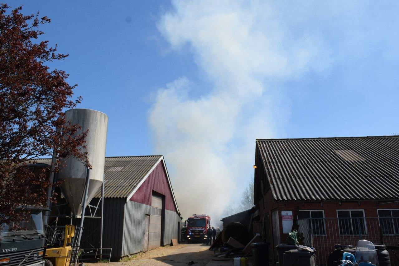 Flinke rookontwikkeling na brand in een oude Veewagen in zwagerbosch