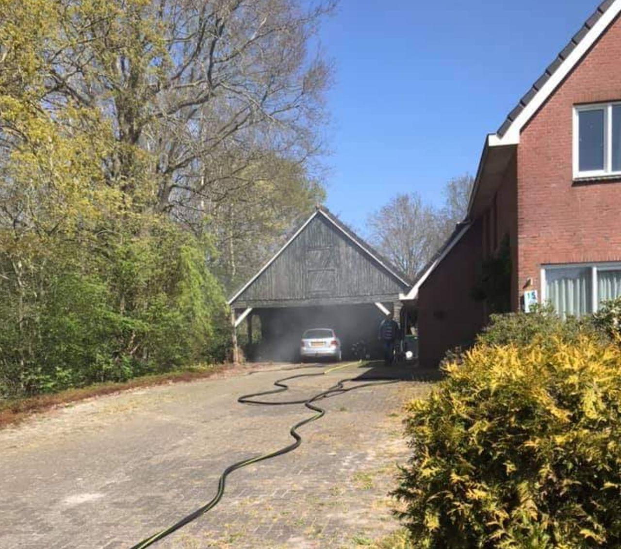 Brandweer inzet voor auto brand in Surhuisterveen