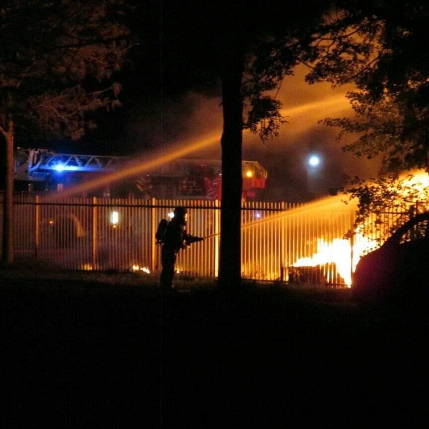 brandweer groots ingezet na Zeer grote Containerbrand in Gorredijk