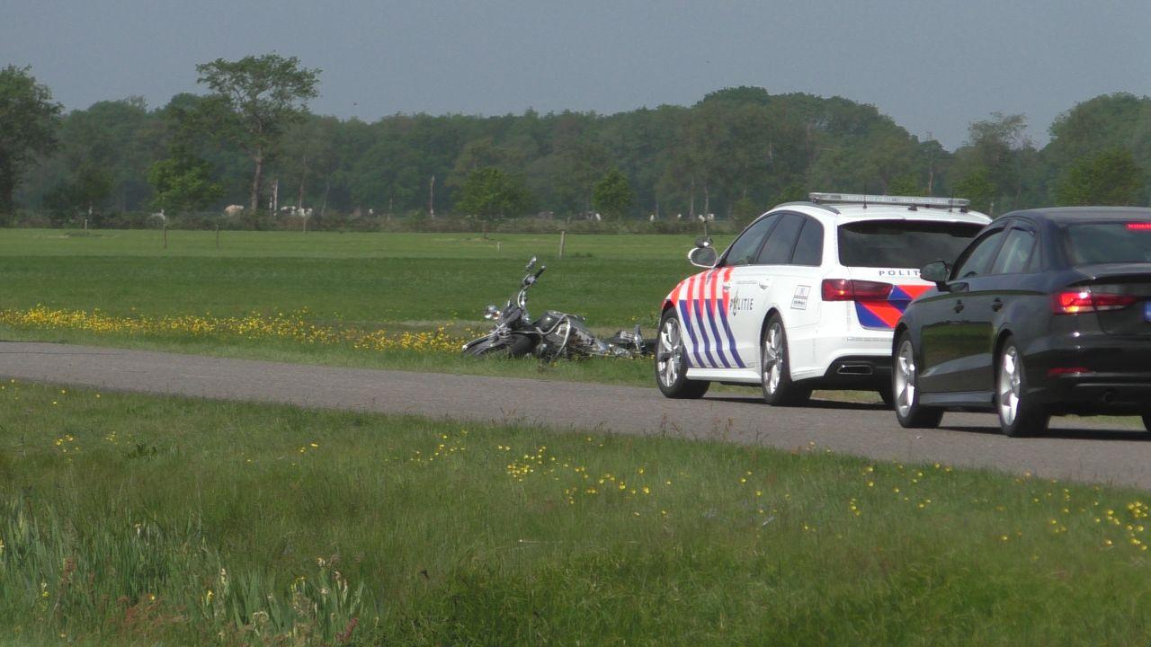 Twee motorrijders gewond na botsing bij Jubbega