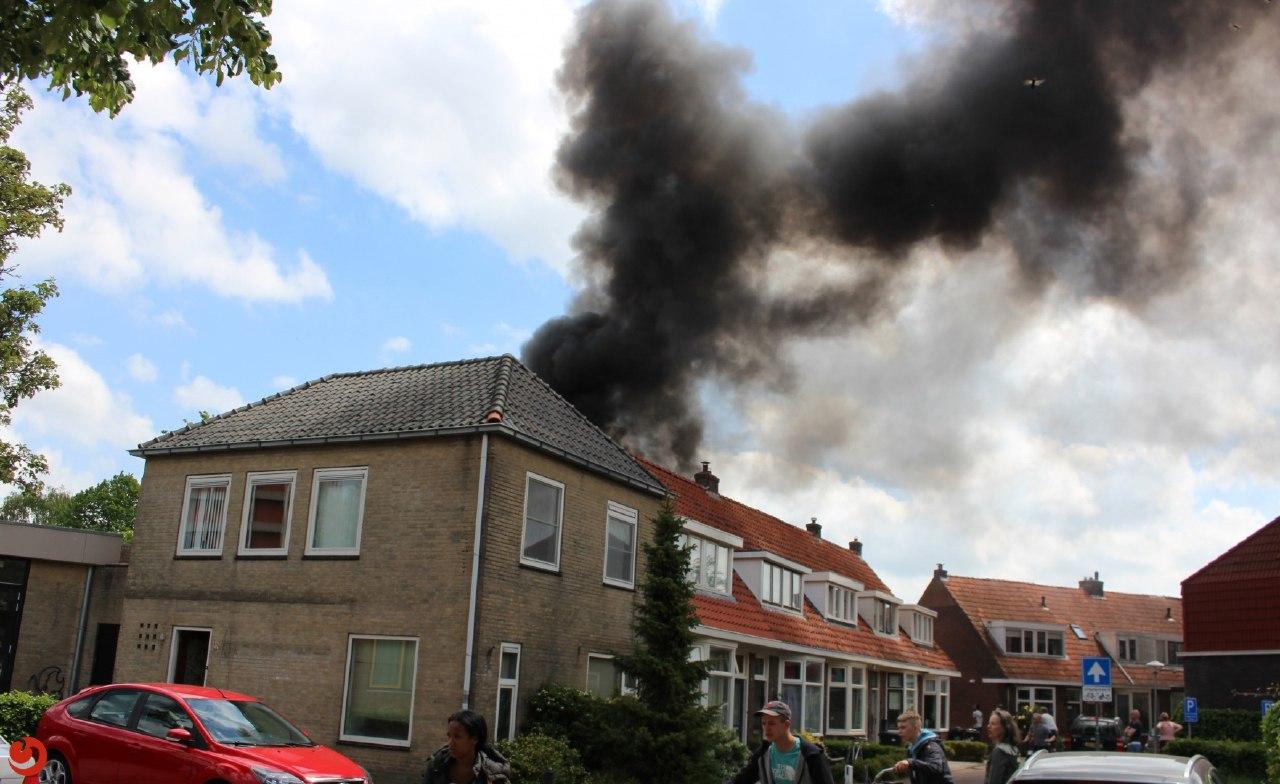 Update Foto's felle uitslaande brand in woning in Leeuwarden