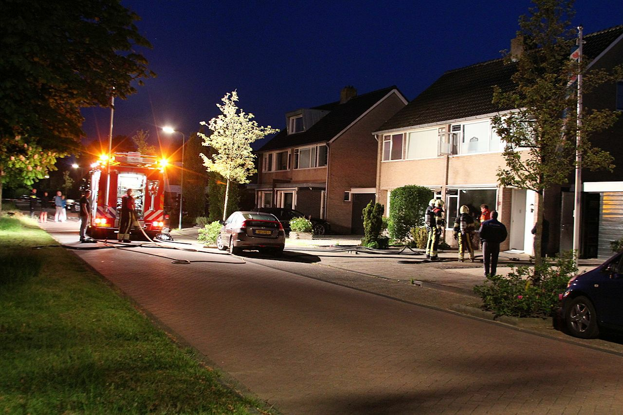 Echtpaar raakt gewond bij felle woning brand aan de Fabriciuslaan in Drachten