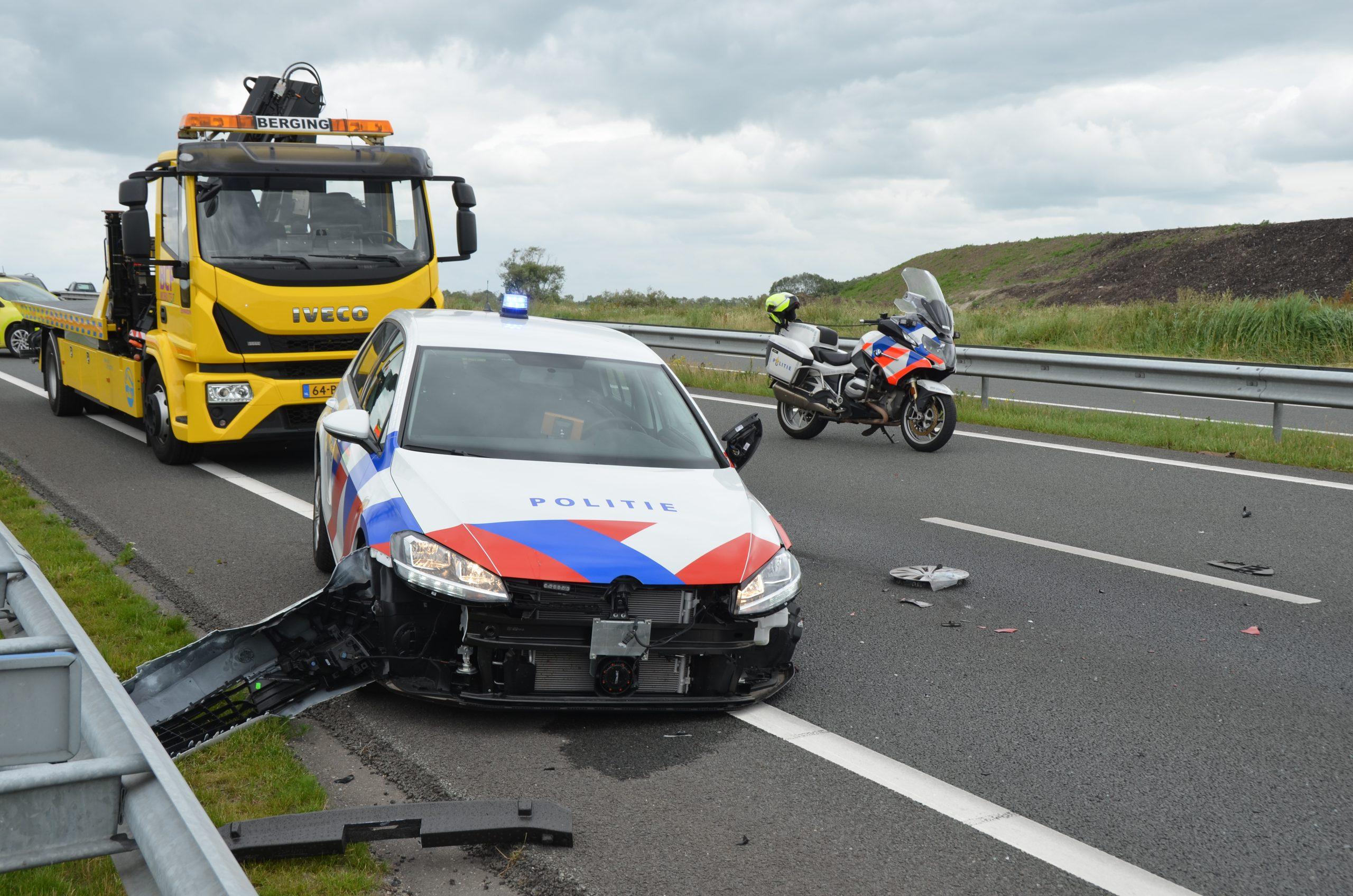 politieaauto betrokken bij een ongeval op de N31 bij Leeuwarden