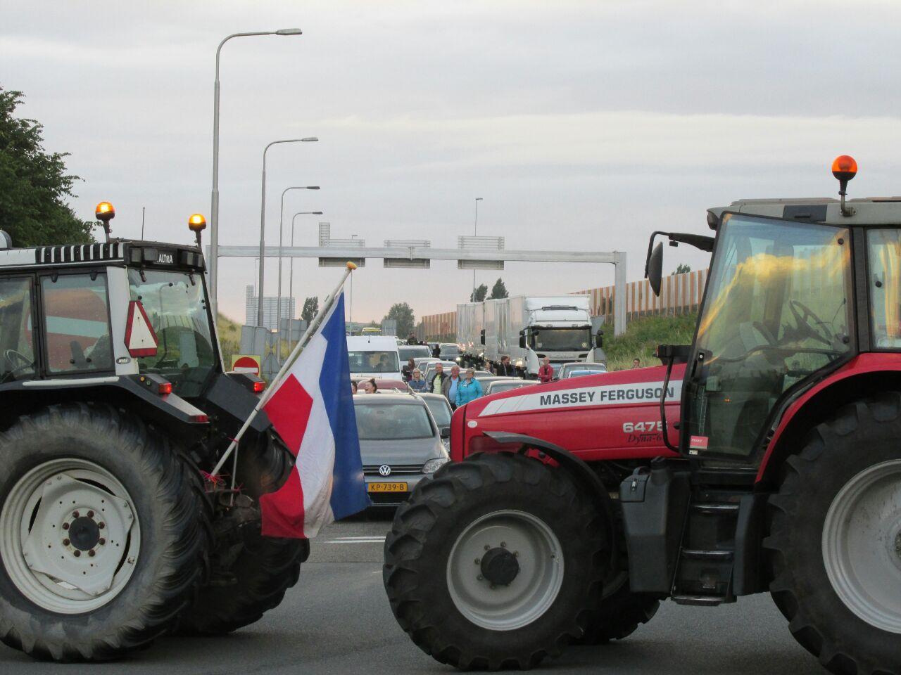 Video Boze Boeren Bezetten A7 en A32 bij Knooppunt Heerenveen