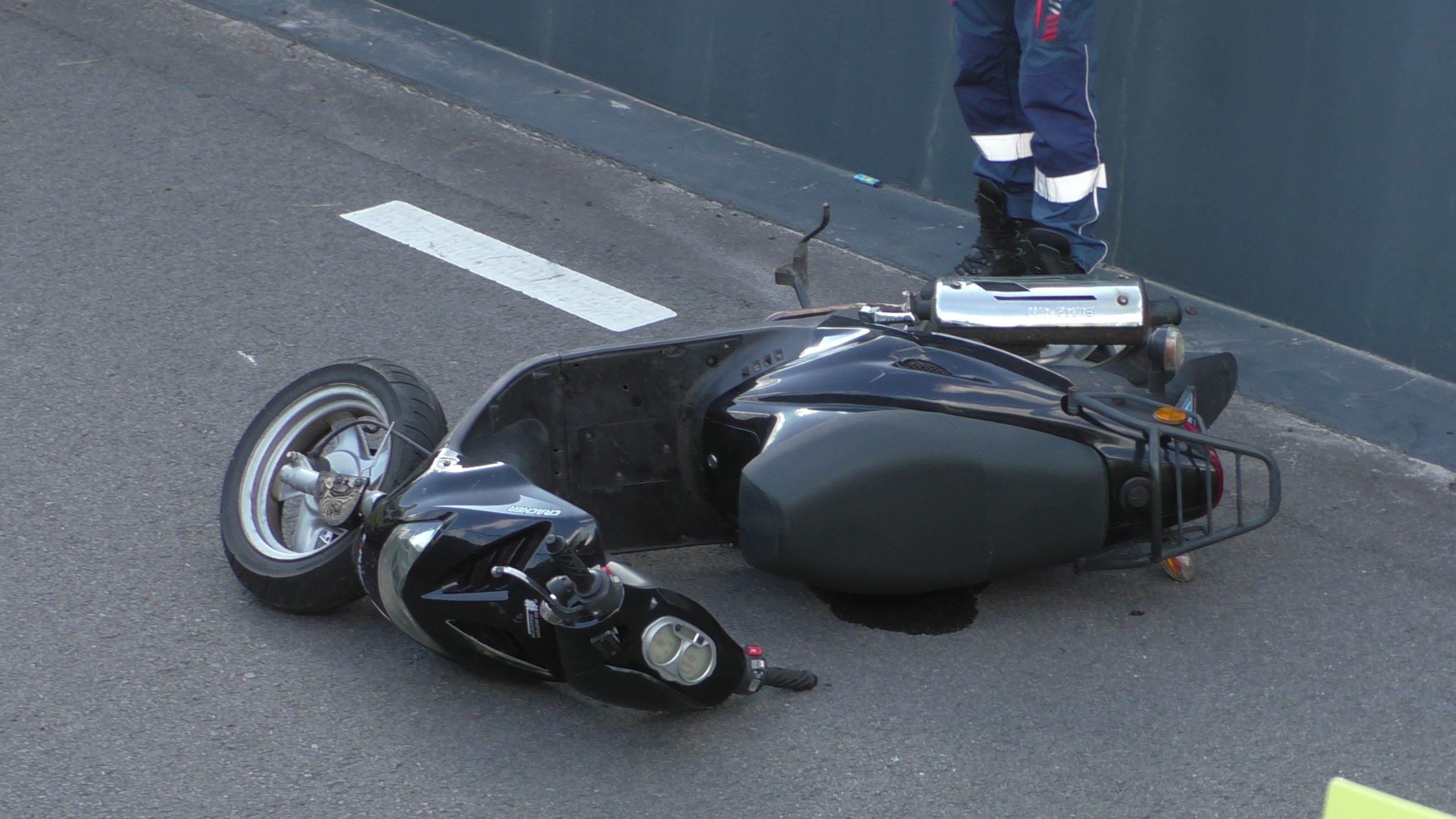 Twee scooterrijders gewond na eenzijdig ongeval op de Butewei bij Ureterp