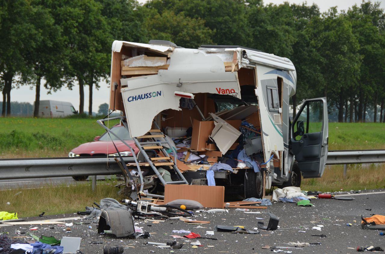 A32 bij Oldeholtwolde geruime tijd afgesloten geweest door Flinke ravage na ongeval