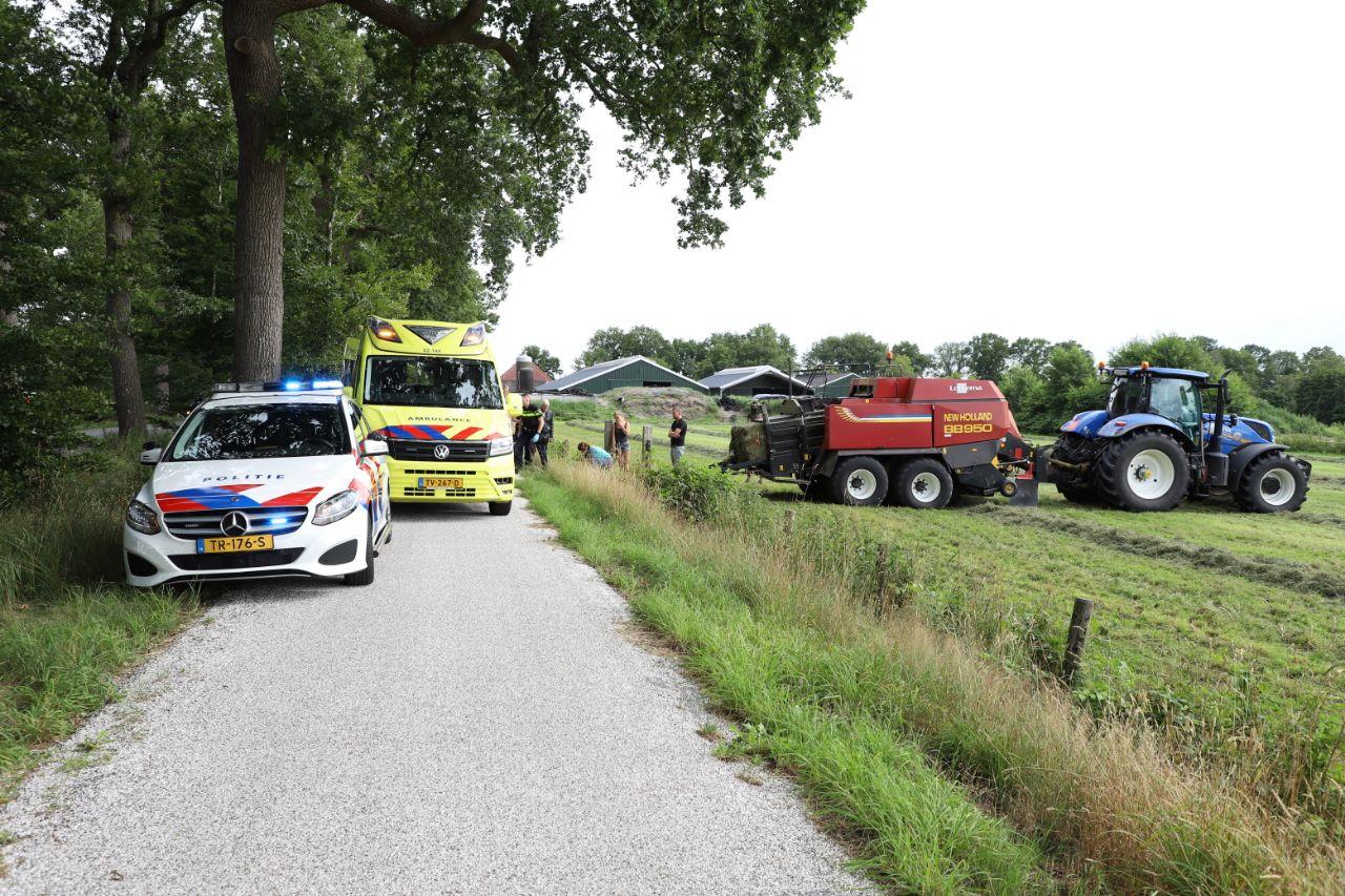Racefietsen raakt Ernstig gewond na aanrijding met trekker op de Sweachsterwei bij Lippenhuizen