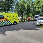 Hulpdiensten rukken uit scootmobiel rijdt in sloot bij Ureterp