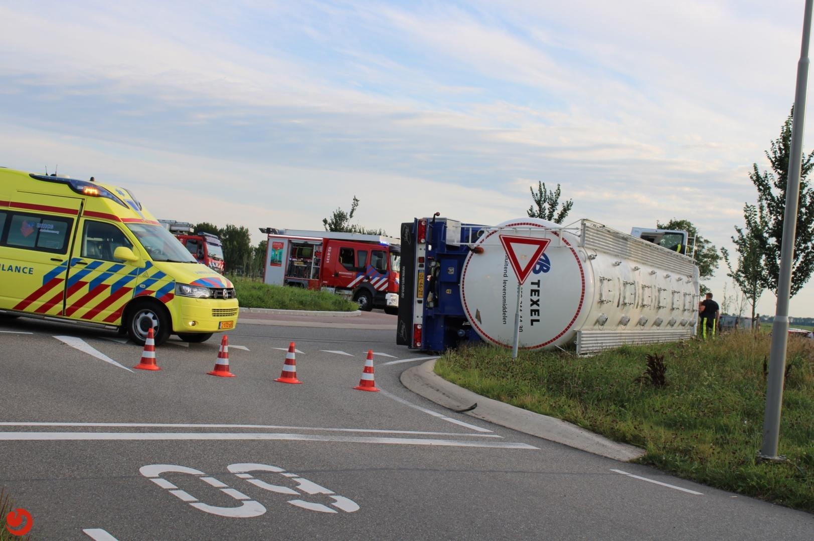 Vrachtwagen gekanteld bij Deinum chauffeur bleef ongedeerd