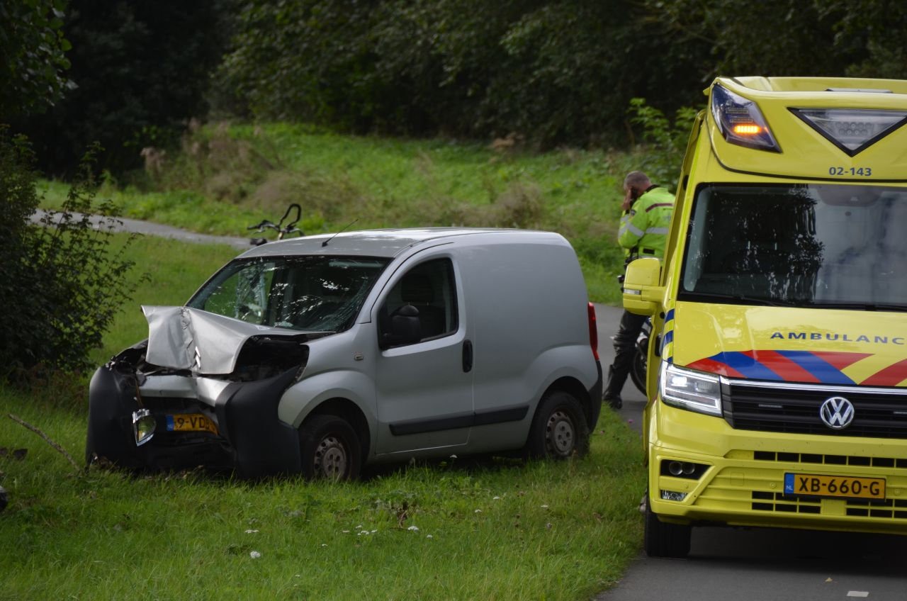 bestuurder raakt gewond na eenzijdig ongeval op het hoflan in Grou