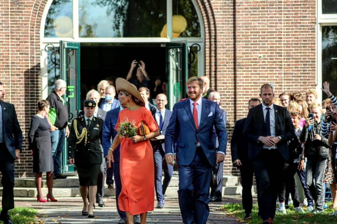 Koning Willem alexander en koningin Maxima bezochten het Drachtster Lyceum in Drachten na Streekbezoek aan Zuidoost-Fryslân