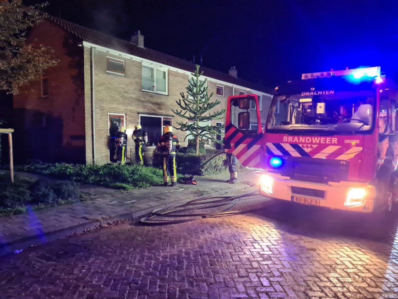 Brandweer en ambulances rukken uit voor woningbrand aan de Roerdompstraat in Drachten