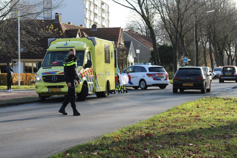 Oudere vrouw gewond na aanrijding met busje aan de Burgemeester Wuiteweg in Drachten
