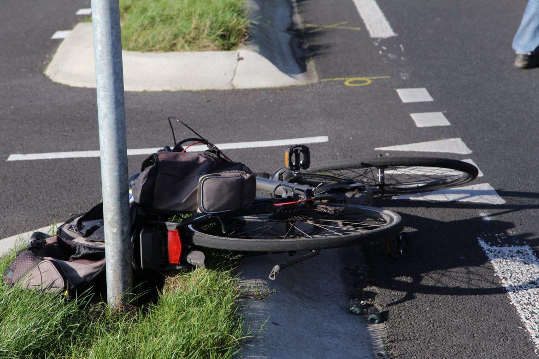 Fietser raakt gewond na aanrijding met automobilist op de kruising Nijewei met Tsjoele in Gorredijk
