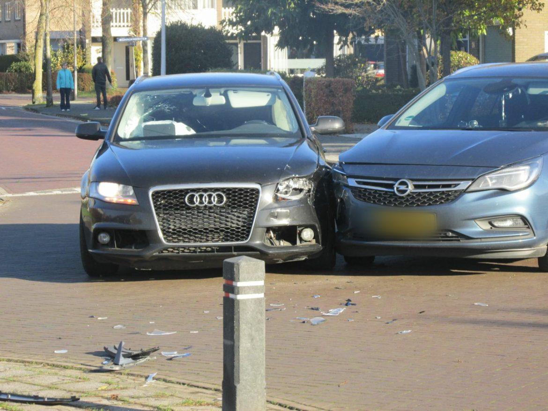 Twee Auto's met elkaar in botsing beide inzittenden ongedeerd bij Gorredijk